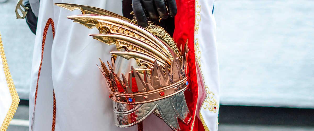 Abahana Villas - Detalle de vestimenta de gala de los Moros y Cristianos de Jávea.