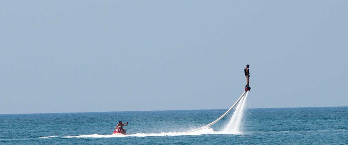 Abahana Villas - Práctica de flyboard en el Festival del Mar de Jávea.