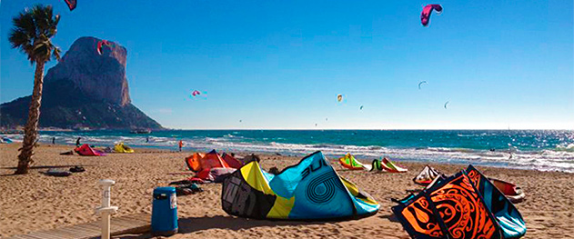 Abahana Villas - Kitesurf en la playa del Arenal-Bol.