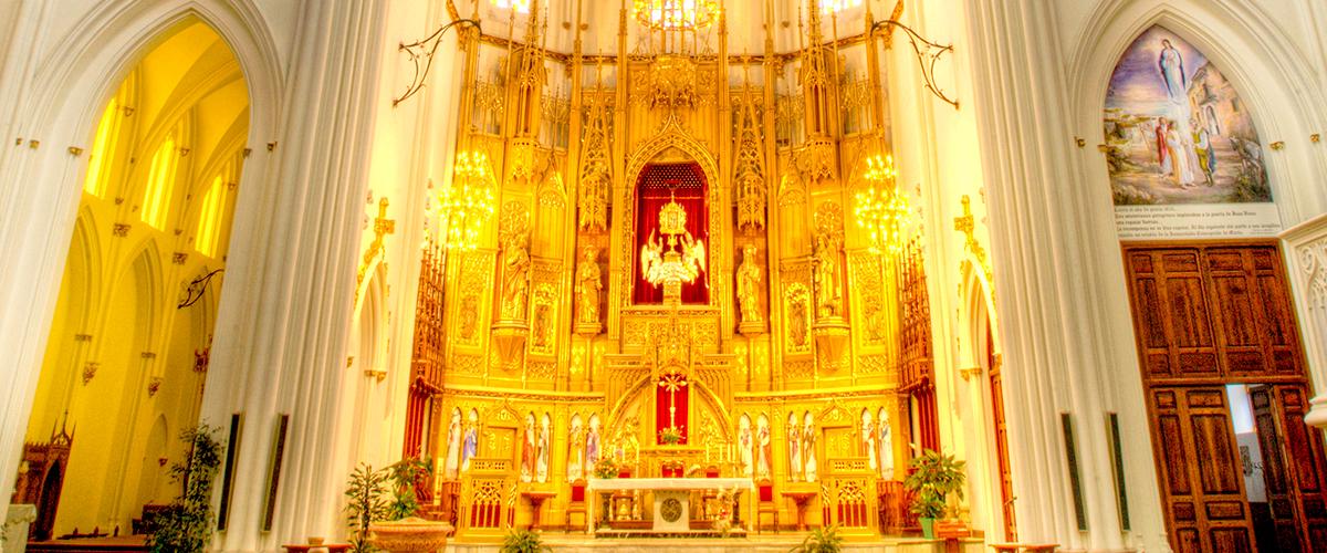 Abahana Villas - Интерьер собора Бениссе.