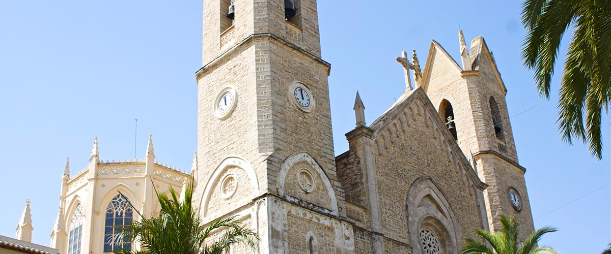 Abahana Villas - Facade of the cathedral of Benissa.