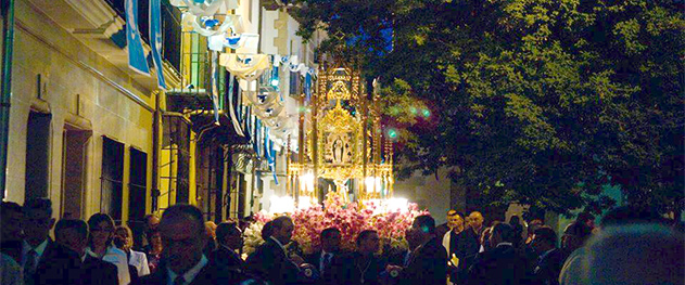 Turismo Benissa - Ofrenda a la virgen en las fiestas de Benissa.