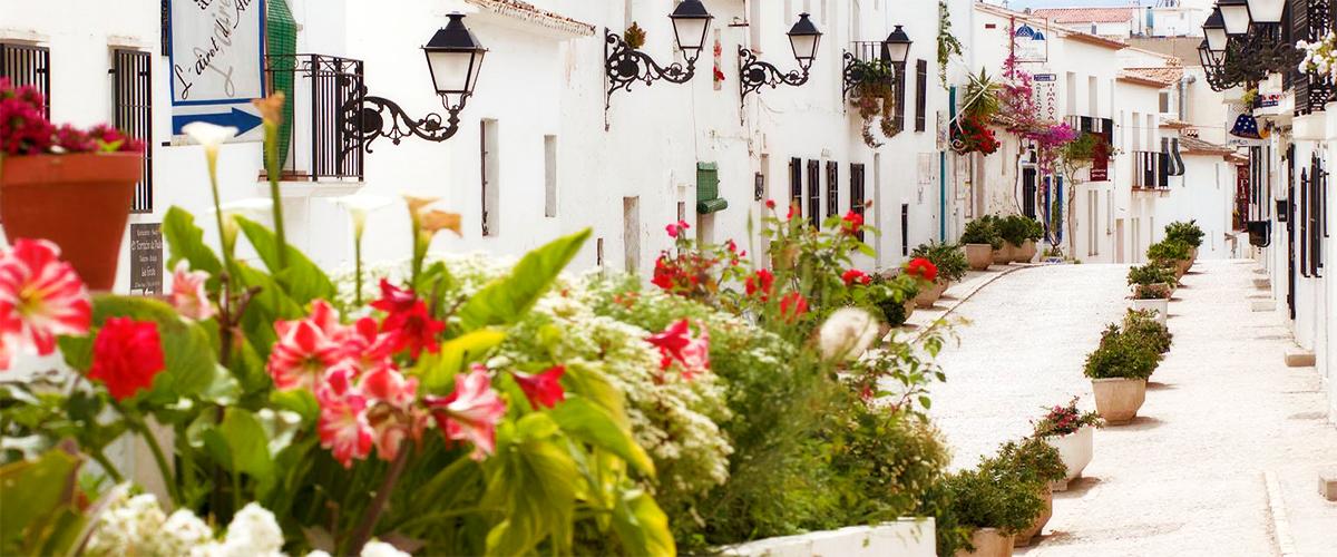 Turismo Altea - Rue de la vieille ville d'Altea.