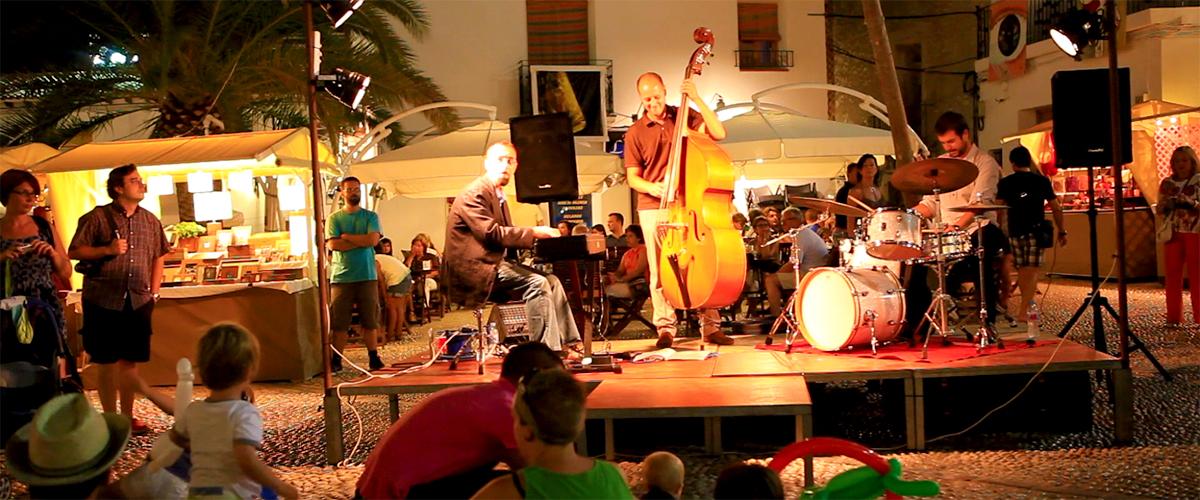 Abahana Villas - Concert de musique sur la place d'Altea.