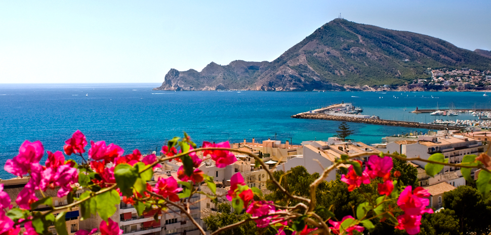 Abahana Villas - Views of Serra Gelada and the port of Altea on the Costa Blanca.