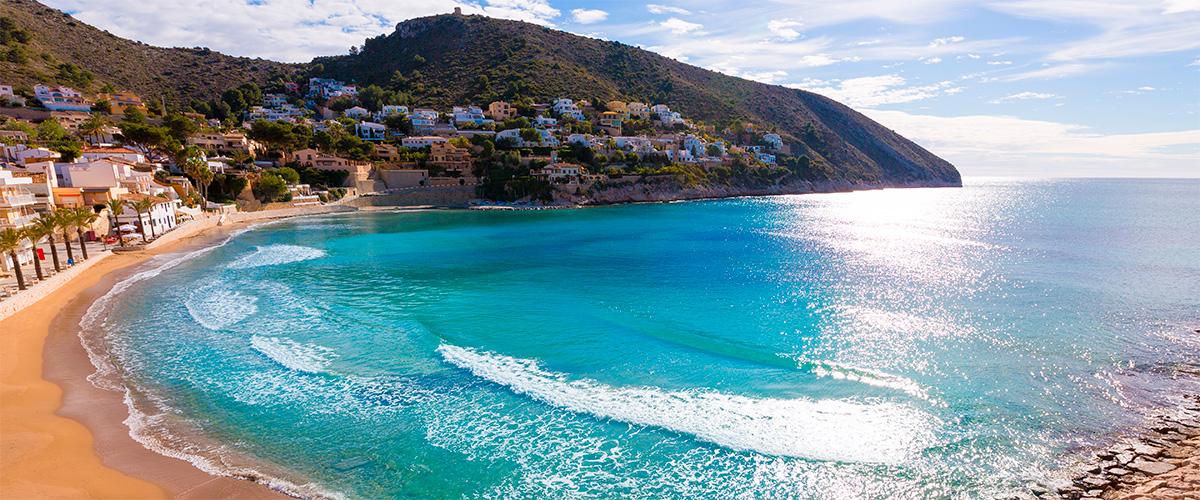 Abahana Villas - Vistas de la Playa del Portet y el Cap d'Or en Moraira.