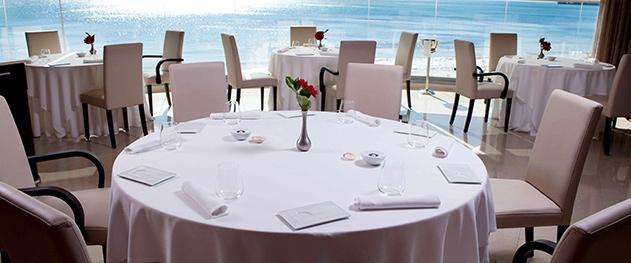 Abiss - Comedor con vistas al mar.