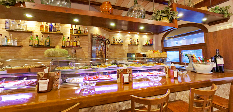 Abahana Villas - Bar Restaurante Casa Эйсебио в Бениссе.