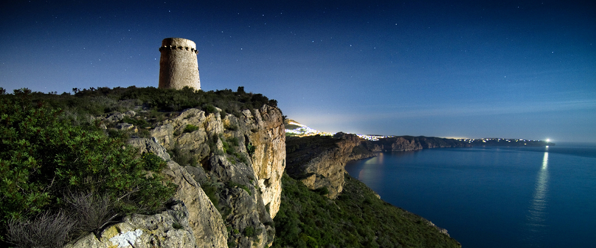 Abahana Villas - Night view of the Torre de Cap d'Or in Moraira.
