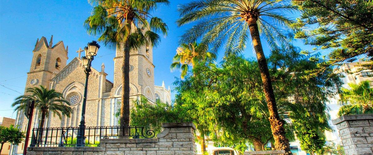 Abahana Villas - Plaza de Benissa con la Iglesia de La Purissima.