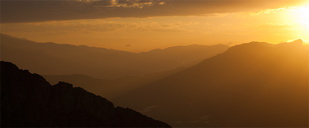 Abahana Villas - Vistas al atardecer desde la montaña.