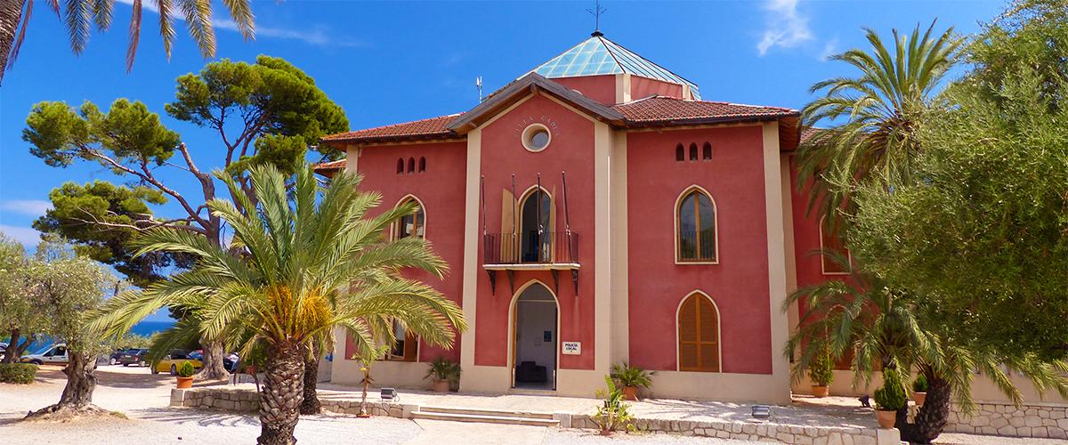 Abahana Villas - Fachada del Centro de Villa Gadea en Altea.