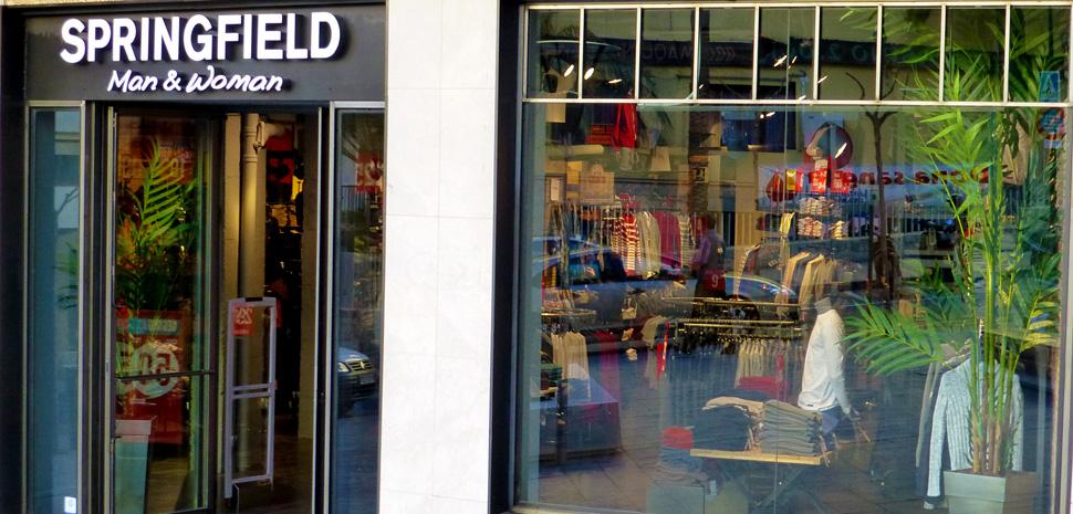 Бутик Springfield в Кальпе  самая городская одежда в стиле кэжуал 3668061b9a9