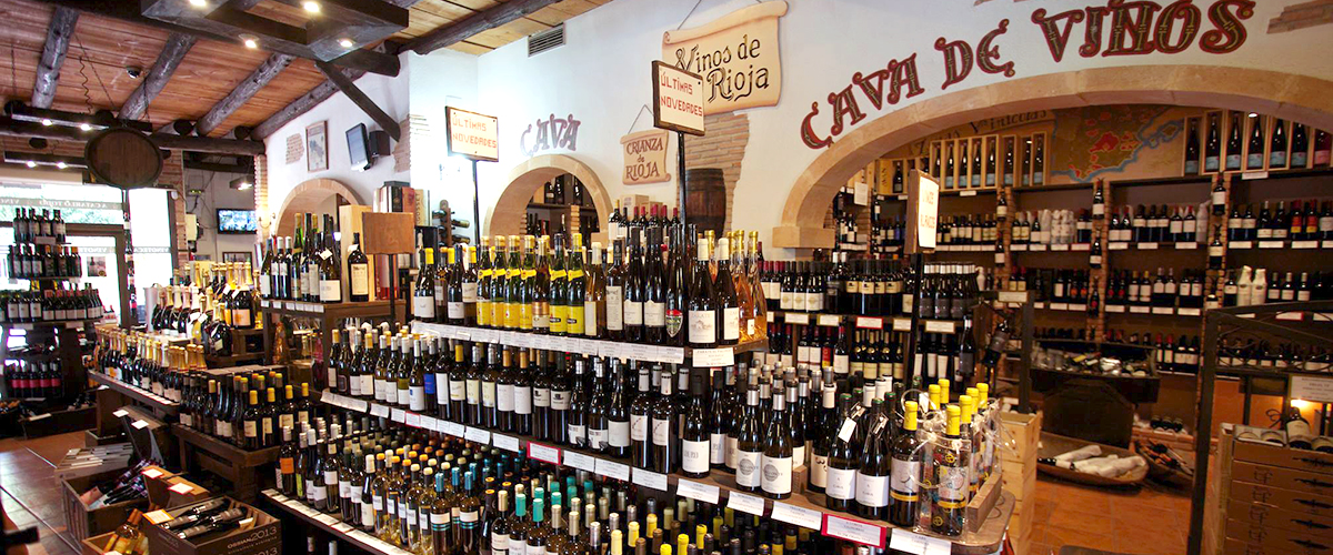 A Catarlo Todo - Selection of wines inside the cellar.