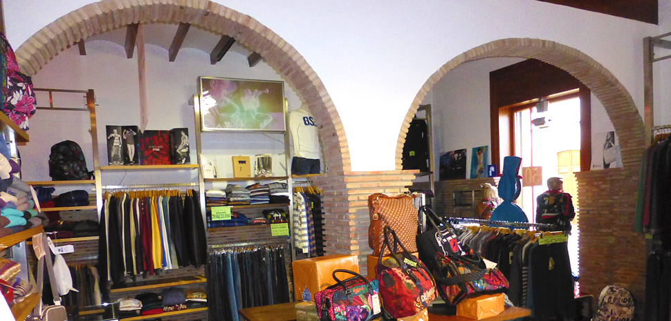 Abahana Villas - Fashion and accessories at Tú Sport Wear in Benissa.