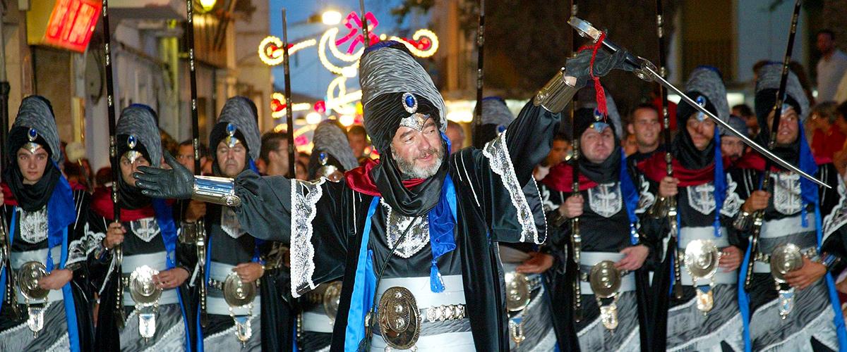 Turismo Benissa - Filá mora en el desfile de gala.